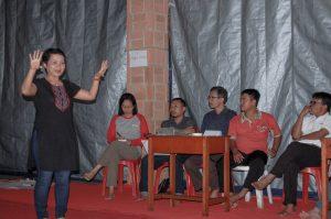Maria Josephine (CRS Indonesia) memaparkan capaian Proyek ERICA. (Foto: Danica Coloay)