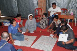 Para peserta melakukan diskusi dan kerja kelompok. (Foto: Danica Coloay)