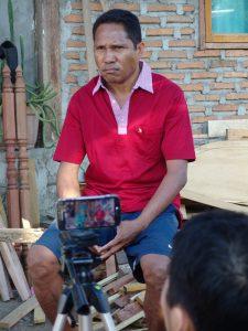 Bapak Bronfile Wero, tokoh utama dalam praktek pembuatan film dokumenter. (Foto: Y. Baskoro)
