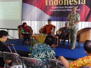 """Suasana diskusi dan bedah buku """"Dari Sukoharjo untuk Indonesia"""" (Foto: KARINA)."""